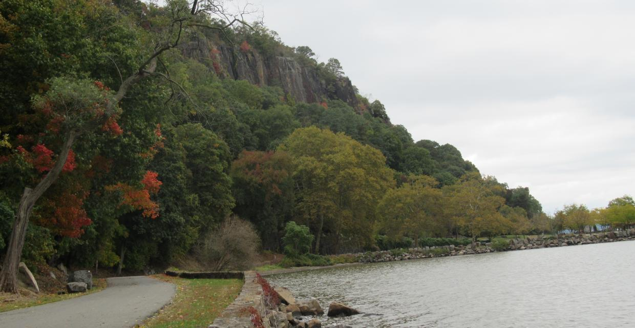 Shore Trail at Palisades Interstate Park. Photo by Daniel Chazin.